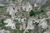 Armenien-Wanderreise-Wohnhöhlen-Chnedzoresk