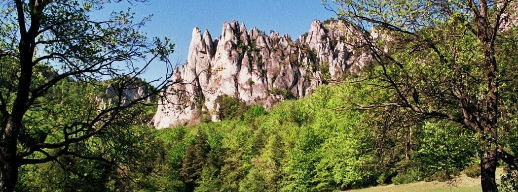 Slowakei-Reisen: das einzigartige Felsenrelief Sulov entdecken