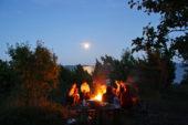 estland-aktivreise-campingplatz-lagerfeuer-ostsee