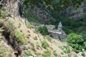 Armenien-Wanderreise-Kloster-Geghard-wandern