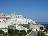 italien-apulien-wanderreise-ostuni-weiße-häuser