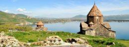 Armenien Osterreise: Klosterlandschaft am Sewan-See