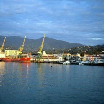 Hafen-Batumi-Individualreise-Georgien