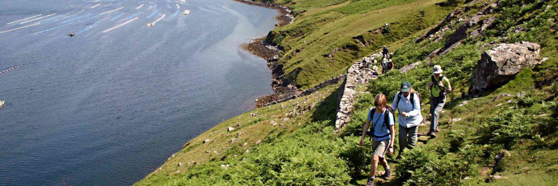 Irland Wanderreise - Wanderung entlang der Küste