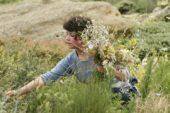 Georgien-Wanderreise-Blumenmädchen
