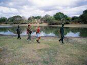 tansania-individualreise-bushwalk-wanderung