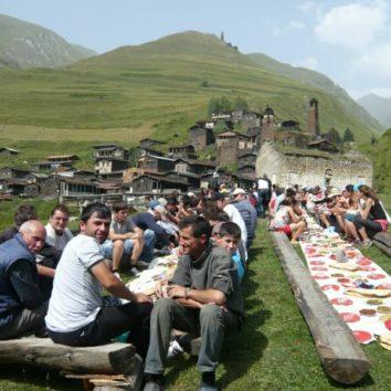 Georgien-Wanderreise-Volksfest-Dartlo