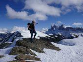 suedtirol-wanderreise-wanderer-gipfel-raschötzkamm-schnee-ausblick