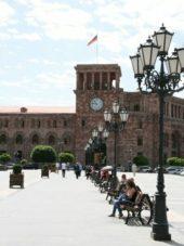 armenien-wanderreise-jerewan-platz-der-republik