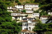 Albanien-Wanderreise-Berat-Häuser