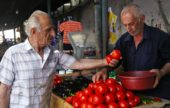 Georgien-Frauenreise-Tomatenverkauf