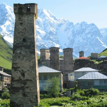 georgien-wanderreise-ushguli-wehrturm-schchara