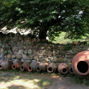 Georgien-Weinreise-Kwewris-im-Kloster-Ikalto