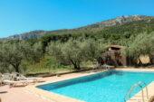 spanien-wanderreise-pool-schwimmen