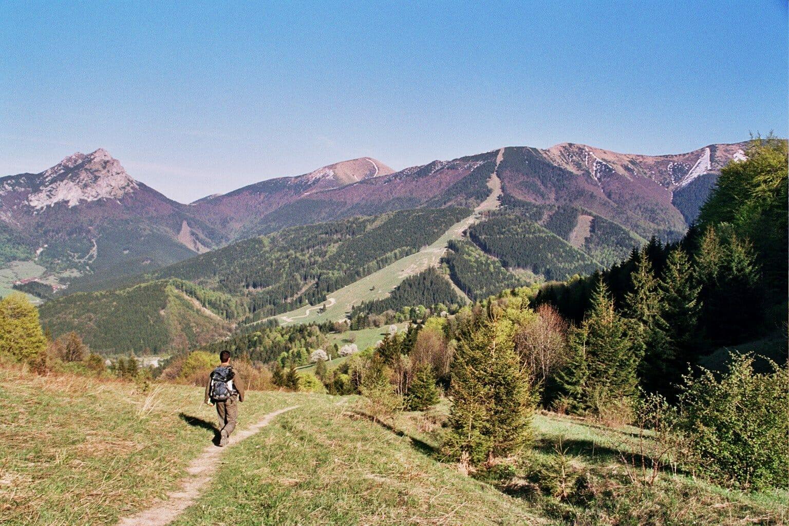 slowakei-wanderreise-blick-in-das-vratna-tal