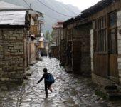Aserbaidschan-Wanderreise-Dorf-Lahic